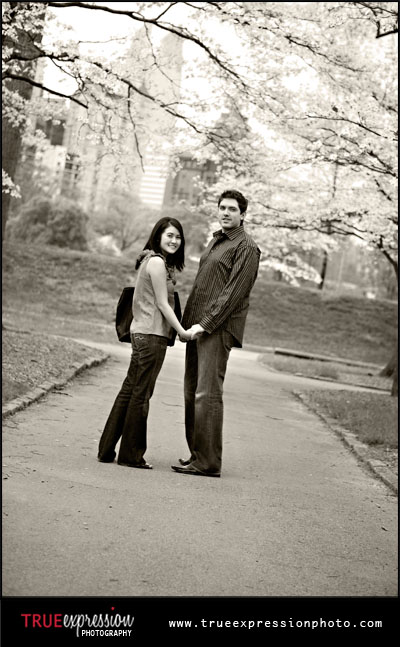 engagement photos set in Piedmont Park in the Spring