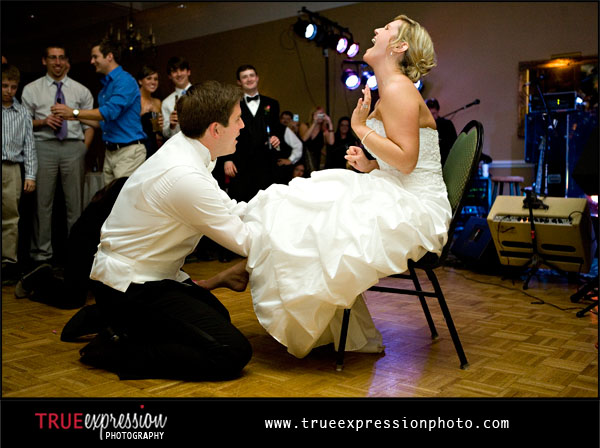 couple laughing during garter toss